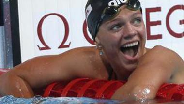 إيفيموفا تحطم الرقم القياسي العالمي لسباق 50 متر صدر