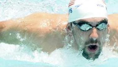 فيلبس يظهر في بطولة العالم للسباحة بقدم مكسورة!