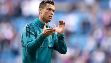 رونالدو يتخطى رقم نجم برشلونة السابق بدوري الأبطال