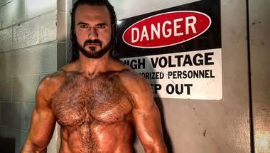 درو ماكنتاير يتحدى بروك لسنر للفوز ببطولة WWE Universal Championship منه - في الحلبة