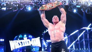 هل سيبقي بروك ليسنر مع WWE حتي ريسلمانيا 35 ؟ - في الحلبة