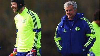 مورينيو يوجه رسالة لبيتر تشيك بعد اعتزاله كرة القدم