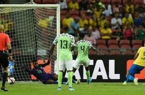 حارس منتخب نيجيريا يتعرض لإصابة قوية في مباراة البرازيل (فيديو) - الرياضة