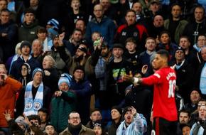 مانشستر سيتي يلاحق العنصريين ويتوعدهم بعقوبة صارمة - الرياضة
