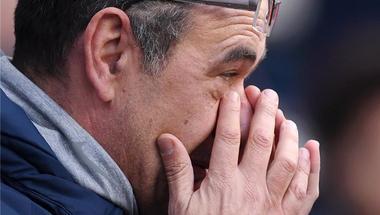 جماهير تشيلسي تطالب بإقالة ساري بعد سداسية مانشستر سيتي