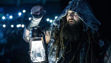 أحد نجوم اتحاد WWE يعود مجدداً بعد فترة من التوقف - في الحلبة