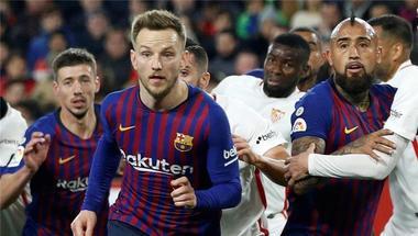 برشلونة مهدد بفقدان ثلاثي فريقه في مواجهة إشبيلية بالليجا