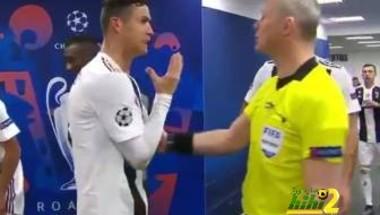 فيديو: رونالدو يعاتب حكم مباراة يوفنتوس وأتلتيكو مدريد بسبب هدف كيلليني