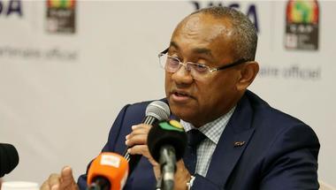 رسميًا.. إقالة عمرو فهمي ونائبه من الاتحاد الإفريقي لكرة القدم