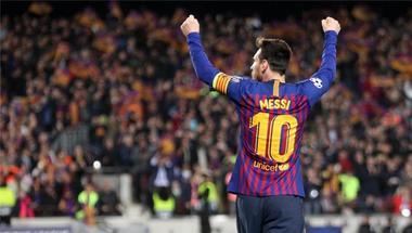 صحيفة كتالونية: ميسي المرشح الأقرب للفوز بالكرة الذهبية بعد خروج رونالدو من دوري الأبطال