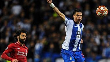 ليفربول يرد على شائعات رحيل محمد صلاح بدعايا قميص الموسم المقبل