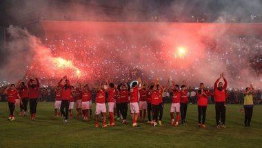 مشجع يقتحم مران الأهلي ويهاجم اللاعبين ولاسارتي بعد الخسارة أمام بيراميدز