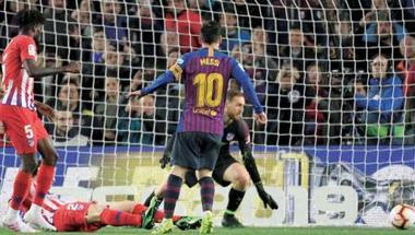 برشلونة على أعتاب اللقب الإسباني وميسي يعزز أرقامه القياسية