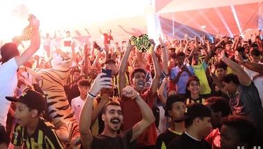 بالصور : جماهير الاتحاد تقف خلف فريقها من النادي
