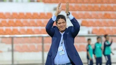 عجمان يمدد عقد مدربه أيمن الرمادي
