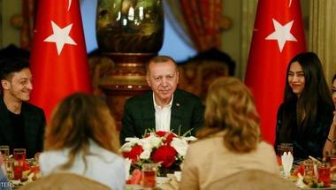 أوزيل يستفز الألمان مجددا بإفطار مع أردوغان
