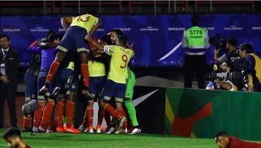 تشكيل كولومبيا لمباراة باراجواي.. فالكاو وكوادرادو أساسيان وخاميس على مقاعد البدلاء.