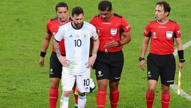 حكم مباراة البرازيل والأرجنتين: تقنية الفيديو لن توقف الأخطاء