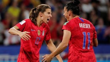 أمريكا تتأهل لنهائي كأس العالم للسيدات بفوز مثير على إنجلترا