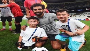 بالصور.. نجوم ليفربول يحققون أمنية أطفال من ذوي الهمم - صحيفة صدى الالكترونية