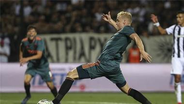 أياكس يعلق على مفاوضات ريال مدريد وفان دي بيك