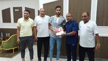 طلائع الجيش يستعير أحمد علاء مدافع الأهلي لمدة موسمين