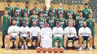 أخضر السلة للشباب يدشِّن أولى مبارياته أمام قطر في البطولة الخليجية