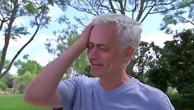 بالفيديو..مورينيو يغالب دموعه لافتقاده الساحرة المستديرة - صحيفة صدى الالكترونية