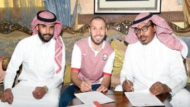 الرائد يضم السوري جهاد الحسين قبل يوم من انطلاق الدوري السعودي