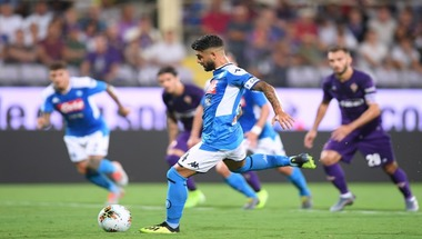 نابولي يحقق فوزا مثيرا على فيورنتينا برباعية في الدوري الإيطالي
