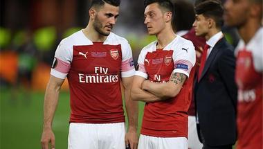 لأسباب أمنية.. رسميًا | أوزيل وكولاسيناك خارج مباراة آرسنال ونيوكاسل