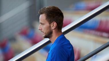 تقارير: رحيل راكيتيتش عن برشلونة مستحيل