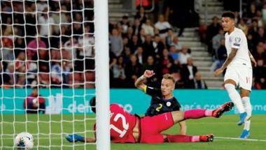 إنجلترا تتفادى الحرج أمام كوسوفو وساوثغيت ينتقد أخطاء دفاعه «السخيفة»