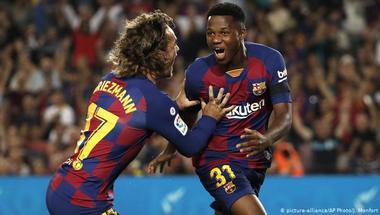 الساحر فاتي.. هل يعقد موهبة برشلونة مهام دفاع دورتموند؟