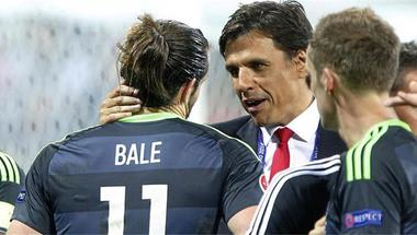 ردًا على الانتقادات في إسبانيا.. مدرب ويلز السابق: بيل يتحدث الإسبانية بطلاقة