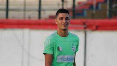 الصفاقسي يضم الجزائري آيت عثمان