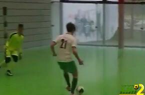فيديو: لاعب يشعل المدرجات بمهارة خيالية بالكرة الخماسية - الرياضة