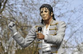 """أين اختفى تمثال مايكل جاكسون خارج ملعب فولهام """"كرافن كوتيج""""؟ - الرياضة"""