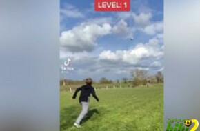 فيديو: طفل يشعل التواصل الإجتماعي بمهارات على طريقة ميسي ورونالدو -  مصر