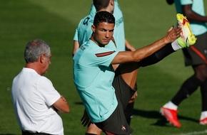مدرب البرتغال: لن نركز على مساعدة رونالدو في التسجيل - الرياضة