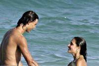 نادال علي الشواطئ برفقة صديقته