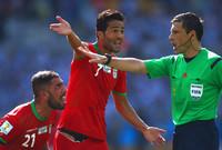 الحكم ذاته لم يحتسب ركلة جزاء واضحة لإيران أمام الأرجنتيني في المباراة التي انتهت بفوز التانجو بهدف نظيف