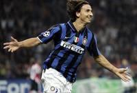 وقع مع إنتر ميلان حيث فاز بعدة جوائز فردية مثل جوائز أوسكار الكالتشيو ،وأستطاع الحصول معهم علي الدورى الايطالى ثلاثة مرات ، كما حصل علي السوبر الإيطالي مرتين.