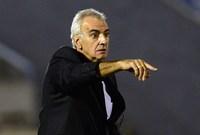 تولي تدريب منتخب أوروجواي الأول خلال الفترة من 2004 حتى 2006