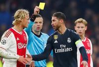 الإسباني سيرجيو راموس قائد ريال مدريد لن نراه في مباراة الإياب أمام أياكس بسبب تراكم البطاقات الصفراء