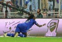 أنار الهلال ملعب الجوهرة وحقق انتصارا هاما على غريمه التقليدي الاتحاد بهدفين دون رد في المباراة التي جمعت بينهما اليوم الخميس.