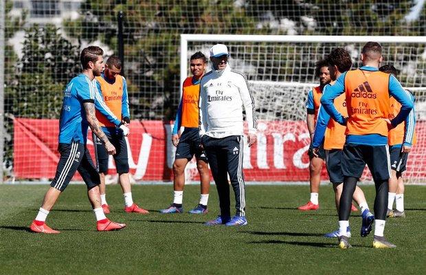 الظهور الأول لـ زيدان في تدريبات ريال مدريد عقب العودة لقيادة الفريق بعد إقالة المدرب السابق سولاري بسبب تدهور النتائج.