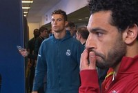 نظرة كريستيانو رونالدو للاعبنا العربي محمد صلاح قبل انطلاق المباراة النهائية من دوري أبطال أوروبا 2018