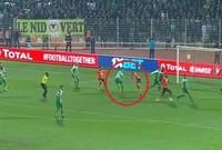 سجّلت مباراة نهضة بركان المغربي؛ ومواطنه الرجاء البيضاوي، التي أقيمت أمس ضمن منافسات المجموعة الأولى لمسابقة كأس الكونفيدرالية الإفريقية لكرة القدم، لقطةً غريبة للغاية.