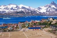 ملعب تاسيلاك بالدنمارك ، أحد أجمل ملاعب كرة القدم حول العالم، حيث تم تشييده أمام البحر والجبال العالية، ليعطى منظراً جذاباً للمتفرجين.